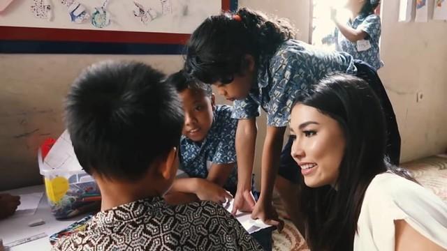 Cerita Puteri Indonesia 2019 yang Aktif Urus Pendidikan Anak Tak Mampu (145066)