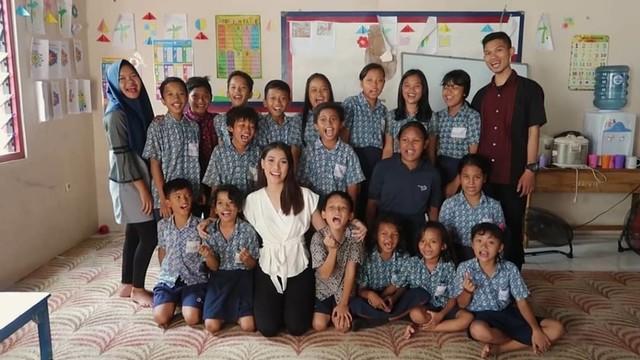 Cerita Puteri Indonesia 2019 yang Aktif Urus Pendidikan Anak Tak Mampu (145065)