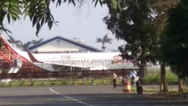 Pesawat Malindo Air tergelincir di Bandara Husein Sastranegara Bandung (NOT COVER)