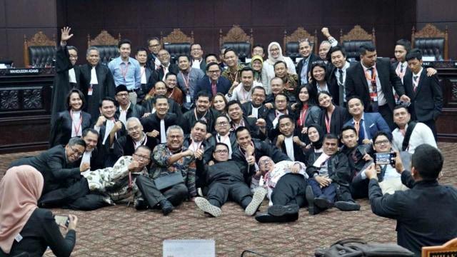 Mahkamah Konstitusi, Sidang Kedua MK, Foto Bersama