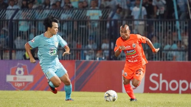 Persija Jakarta melawan Persela Lamongan