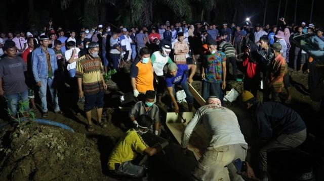 Pemakaman 12  jenazah di Pabrik Korek Api