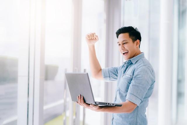 com-Ilustrasi senang mendapatkan pinjaman online