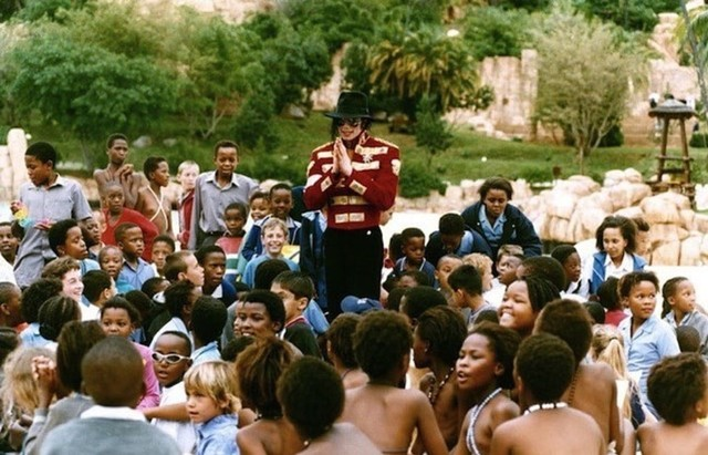 Foto: Mengenang Kisah Hidup Raja Pop Michael Jackson (56821)