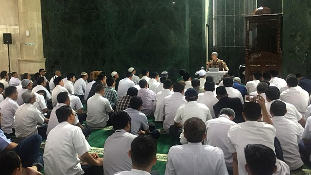 Felix Siauw ceramah di Masjid Fatahillah Balai Kota