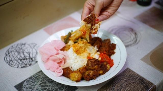 Asal Mula Makan Pakai Tangan, Cara Makan Asli Orang Indonesia (69546)