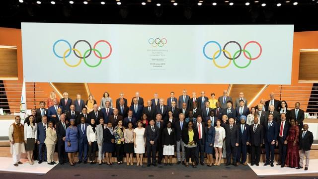 IOC Investigasi Atlet AS yang Bikin Gestur Tangan 'X' di Olimpiade 2020 (39666)