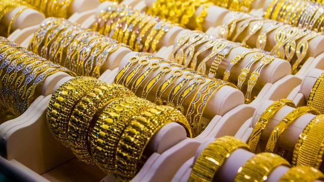 Simpan Emas Batangan dan Perhiasan Kena Pajak? (317057)
