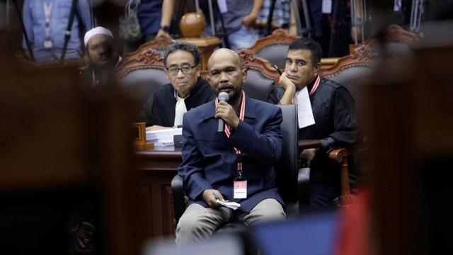 Setengah Hati Menangkan Gugatan Prabowo-Sandi (166123)