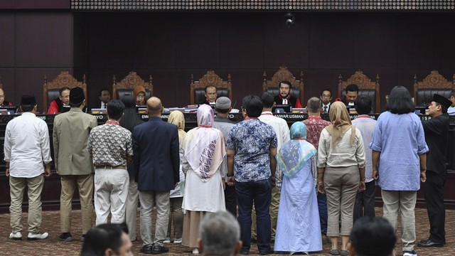 Setengah Hati Menangkan Gugatan Prabowo-Sandi (166121)