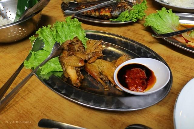 Rumah Makan Inggil, Resto Unik Berpadu Museum Benda Antik (230851)