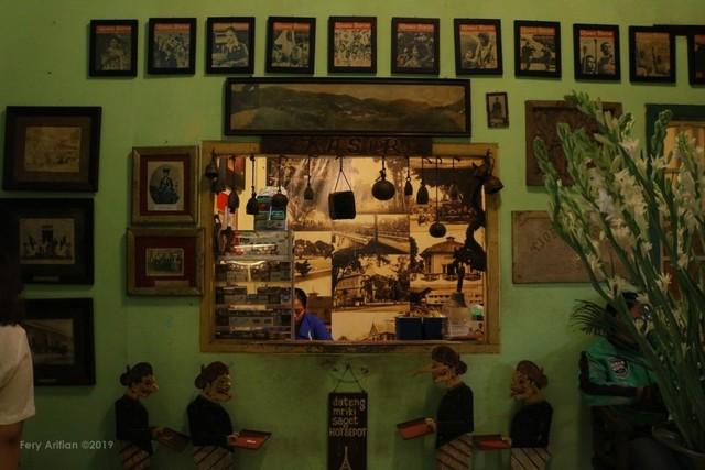 Rumah Makan Inggil, Resto Unik Berpadu Museum Benda Antik (230854)
