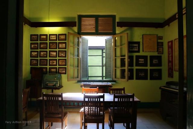 Rumah Makan Inggil, Resto Unik Berpadu Museum Benda Antik (230855)