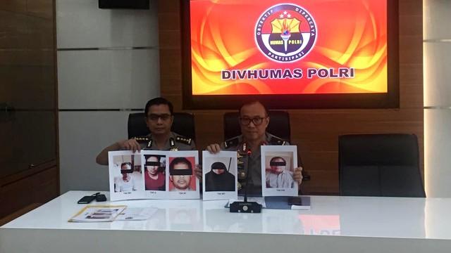 Konferensi pers penangkapan teroris di Div Humas Polri