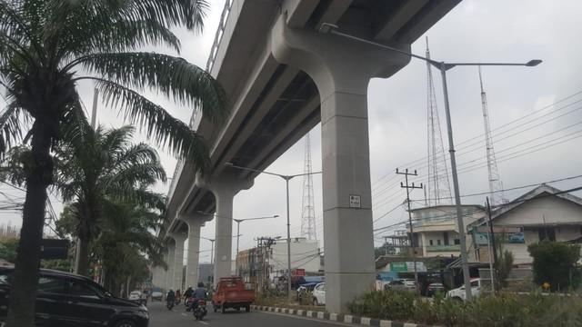 Tagihan Nunggak 6 Bulan, Listrik Lampu di Jalur LRT Palembang Diputus (477172)
