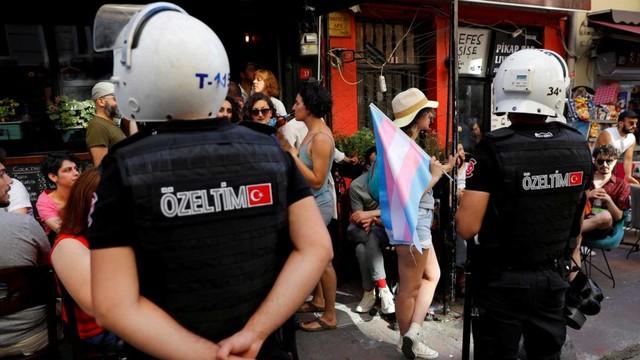 Parade LGBT di Istanbul dibubarkan paksa oleh pihak keamanan polisi