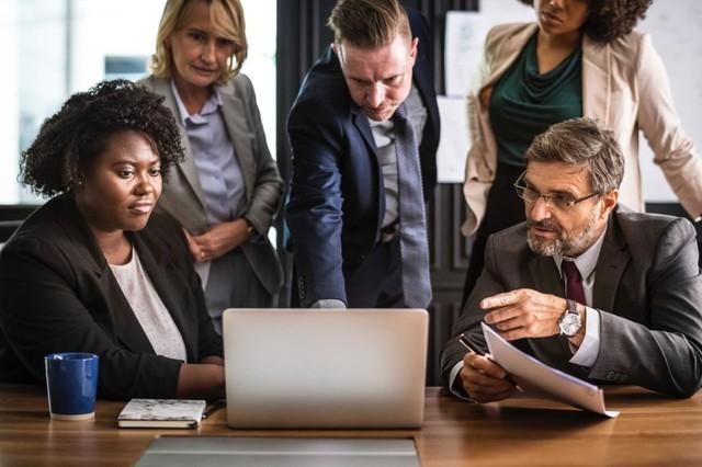 ISEKA SERVICES - Pentingnya Menggunakan Software HR Berbasis Cloud untuk Kinerja Karyawan.jpeg
