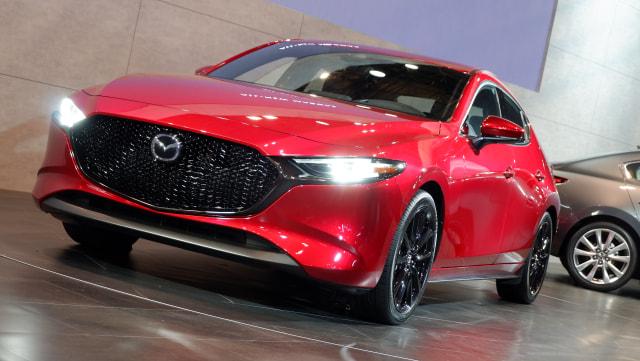 Komparasi Mazda 3 Hatchback Vs Honda Civic Hatchback (39933)