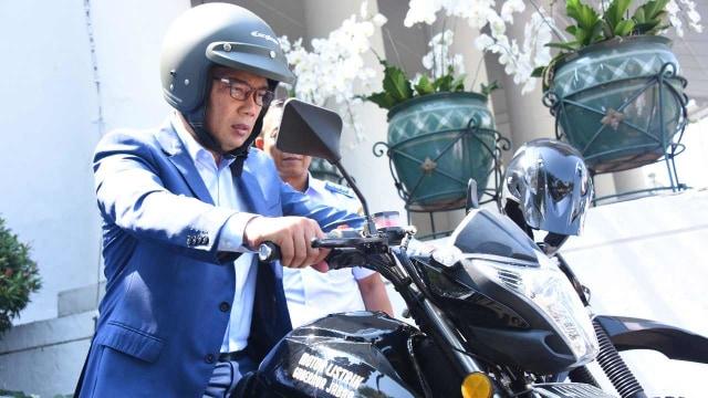 Ridwan Kamil Gunakan Motor Listrik Pabrikan Lokal untuk Berdinas (25278)