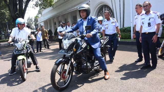Ridwan Kamil Gunakan Motor Listrik Pabrikan Lokal untuk Berdinas (25279)