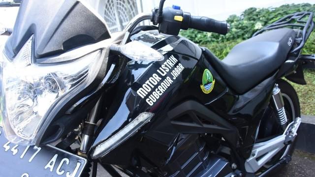Ridwan Kamil Gunakan Motor Listrik Pabrikan Lokal untuk Berdinas (25280)