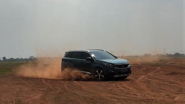 Mengapa Astra Peugeot Tak Pasarkan New 5008 Mesin 1.2L?  (47843)