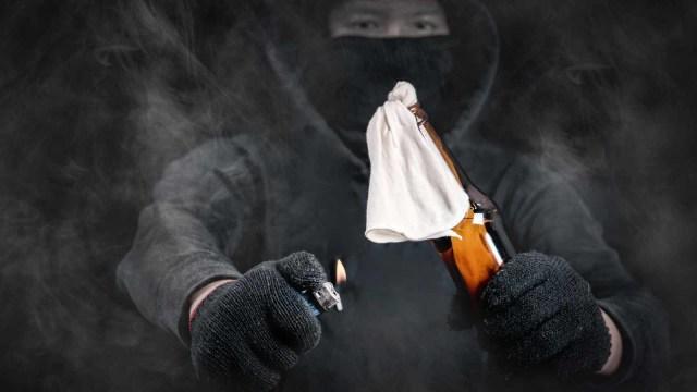 Kantor PDIP Megamendung, Bogor, Dilempari Bom Molotov (4832)