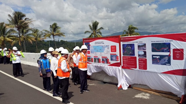 Presiden Joko Widodo tinjau pembangunan tol Manado-Bitung