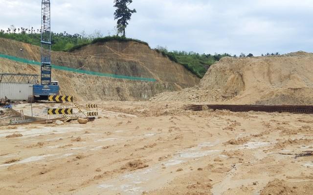 Lokasi pembangunan venue lapangan bola voli indoor dan bola voli pantai yang lokasinya dianggap tak layak di Koya, Kota Jayapura-Foto Imelda.jpg