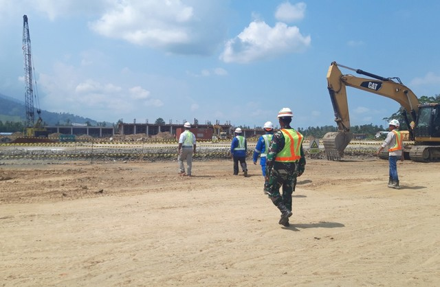 Progres pembangunan Arena Cricket dan Lapangan Hokey untuk PON XX Papua di cluster Kabupaten Jayapura baru capai 15 persen-Foto Imelda.jpg