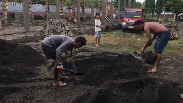 Cerita Rafdi, Anak Wakil Wali Kota Tidore yang Jadi Kuli Bangunan (226991)