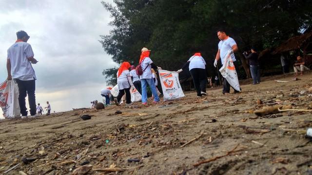 Bakti Pantai BKIPM Padang Peduli Lingkungan Kawasan Wisata (27346)