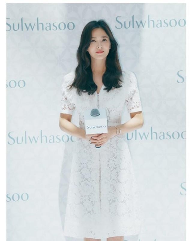 Petugas Bea Cukai Korea Bocorkan Dokumen Pribadi Song Hye Kyo (1219035)