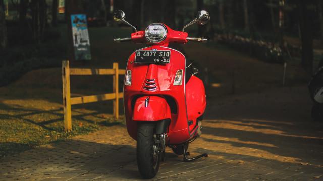 Test Ride Vespa GTS 150 Super: Keluarga Bongsor Vespa yang Lincah (488594)