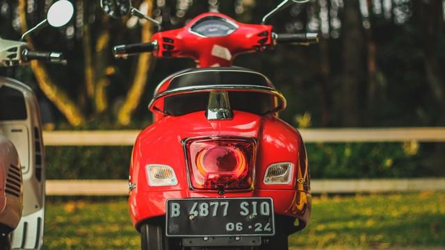 Test Ride Vespa GTS 150 Super: Keluarga Bongsor Vespa yang Lincah (488598)