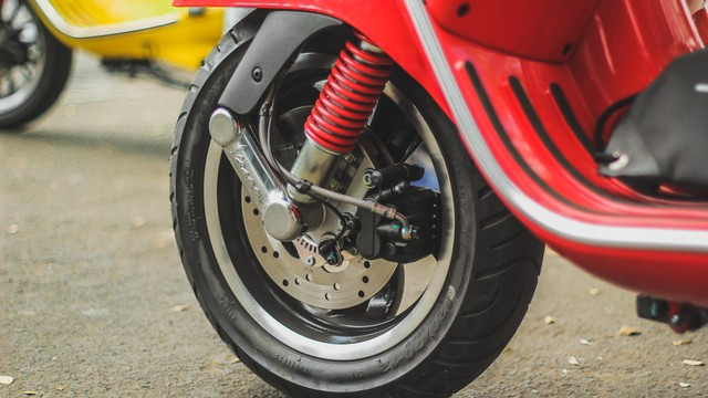 Test Ride Vespa GTS 150 Super: Keluarga Bongsor Vespa yang Lincah (488600)