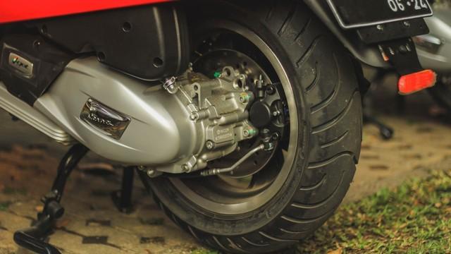 Test Ride Vespa GTS 150 Super: Keluarga Bongsor Vespa yang Lincah (488601)