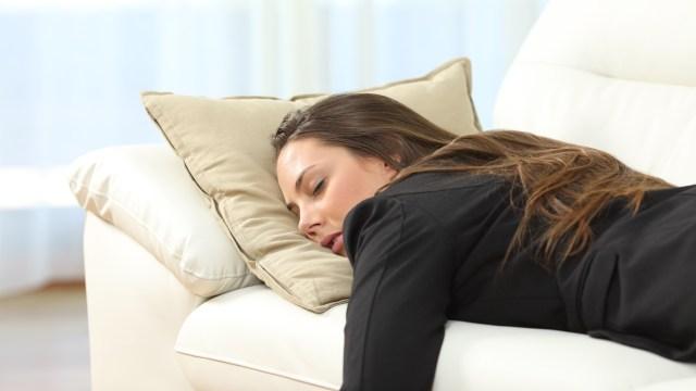 Sebaiknya Dihindari, Ini 5 Hal yang Menandakan Kamu Adalah Pemalas (21571)