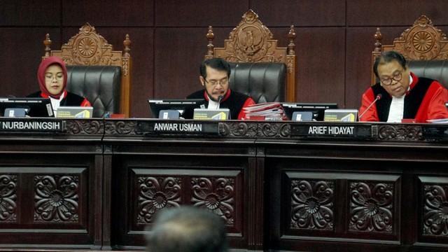 Mahkamah Konstitusi, sidang sengketa Pemilu Legislatif 2019,  Hakim Anggota, Enny Nurbaningsih, Ketua MK Anwar Usman dan Hakim Anggota Arief Hidayat