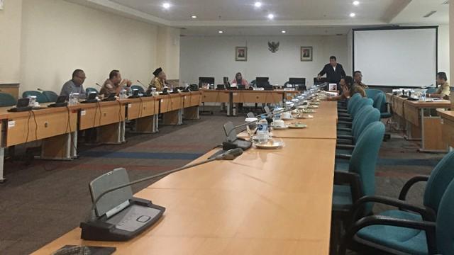 Rapat pansus Wagub DKI ditunda hanya karena tidak ada laptop