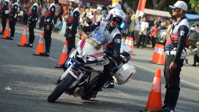 Safety Riding, Polwan