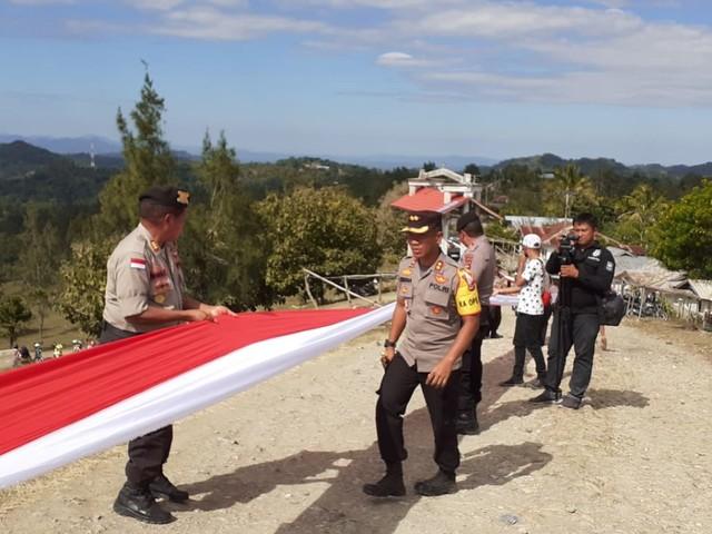 Merah Putih Sepanjang 1.773 Meter Terbentang di Batas Negara RI - RDTL (128169)