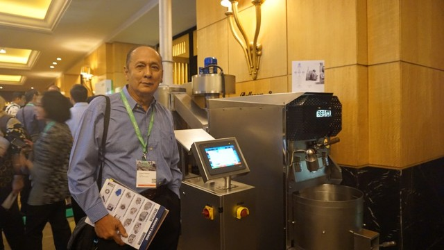 com-Robert Patilaya, pemilik sekaligus pendiri Berto Coffee Roaster