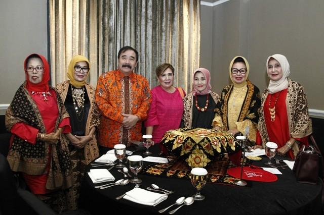 com- Indo Jalito Peduli adalah perkumpulan ibu-ibu yang anggotanya berasal dari komunitas Minang
