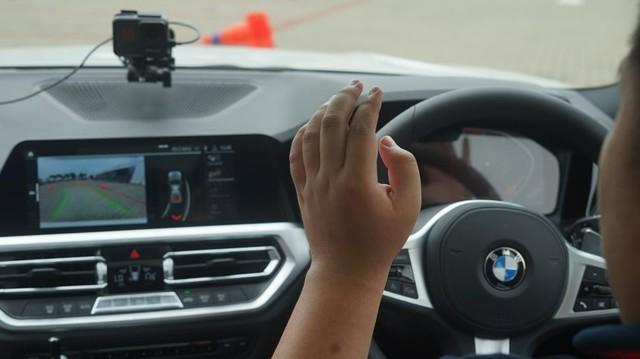 Menjajal Fitur Reversing Assistant di BMW Seri 3 G20