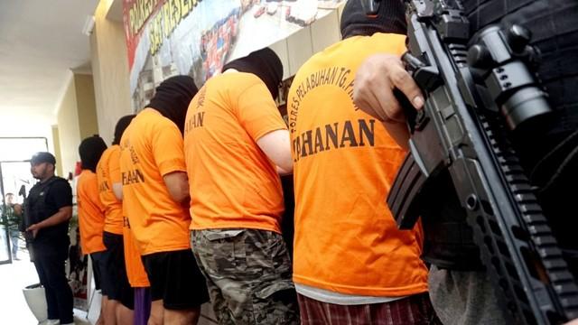 Konferensi pers Polres Pelabuhan Tanjung Priok, peredaran mata uang asing diduga palsu