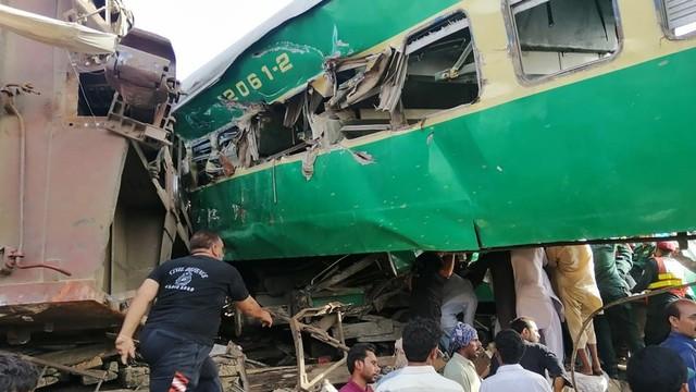Kereta tabrakan, Pakistan