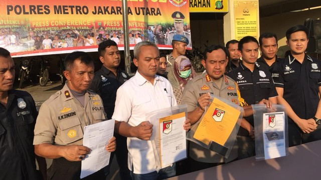 Pengunggah status 'tak usah pajang foto Jokowi' dilaporkan ke Polres Metro Jakarta Utara.