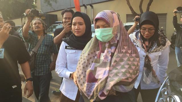 Ditahan Polisi, Kondisi Wanita yang Ajak Tak Pasang Foto Jokowi Down (30287)