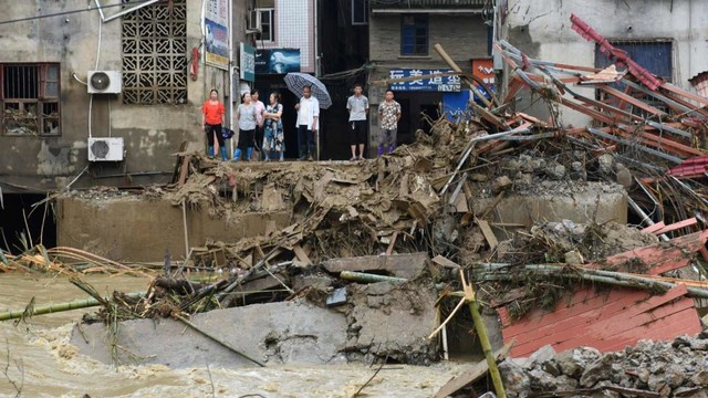 77.000 Warga China Dievakuasi karena Hujan Deras dan Banjir (269449)